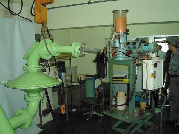エアベンチ室を使用し、通気抵抗試験や清浄効率試験他8項目に及ぶ試験を実施。